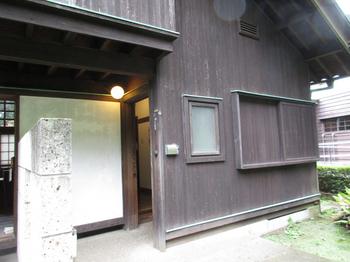 前川玄関.jpg