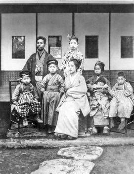 47-1901年頃 一番左が小林孝三郎、その右が父・小林伊三郎.jpg