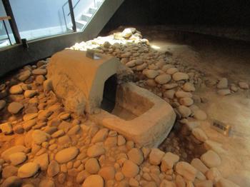 八幡塚古墳石棺 のコピー.jpg