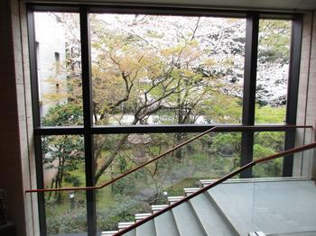 美術館中庭 のコピー.jpg